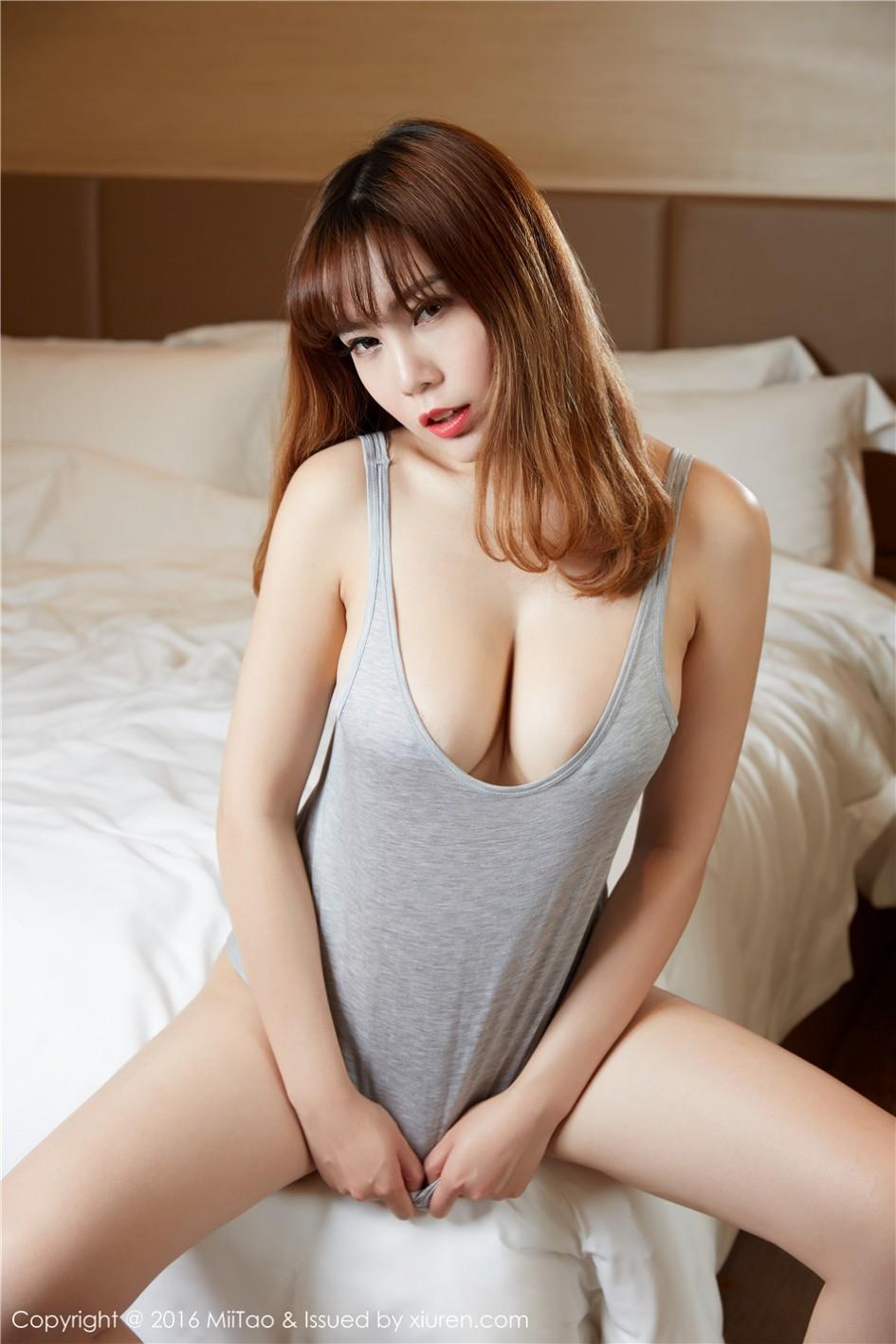 [秀人·蜜桃社]巨乳少妇沐子熙V床上大胆人体艺术照