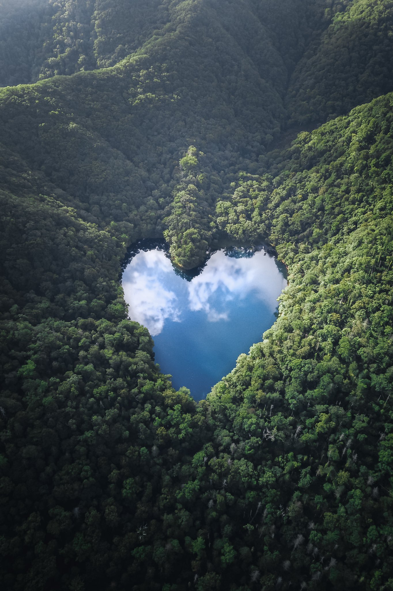 日本摄影师Hiroki.N拍摄,北海道心形「丰似湖」插图1