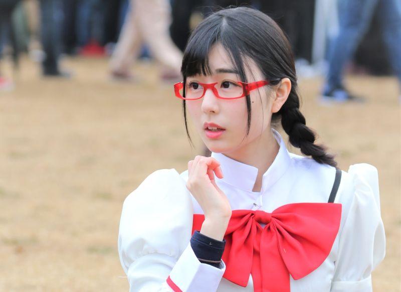 白面红框-栗田惠美JK制服双马尾眼镜娘版晓美焰COSPLAY 暂停朗读为您朗读