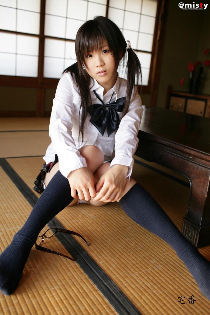 日本新生代嫩模掌门冈本果奈美写真惹火作品图片