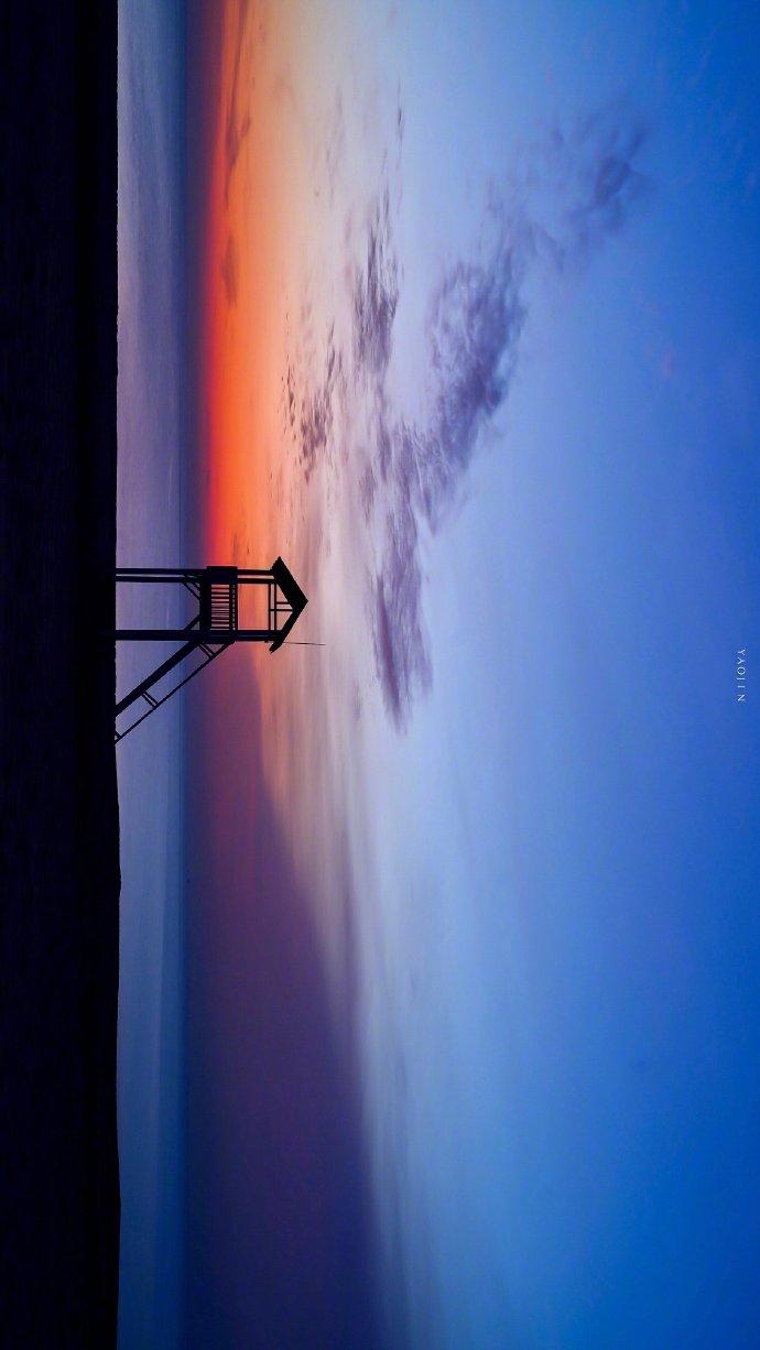 干净简短晚安心语短语短句:山川湖海相遥处,人间有味是清欢