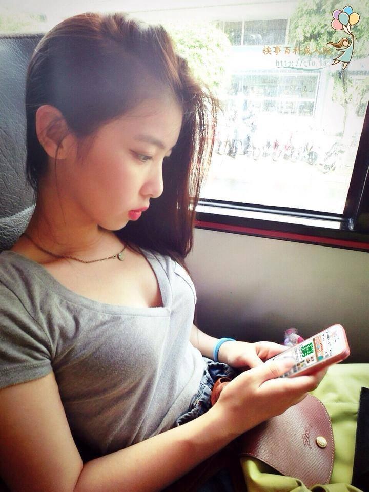 好专注哦 咦,手机的画面好熟悉 美女