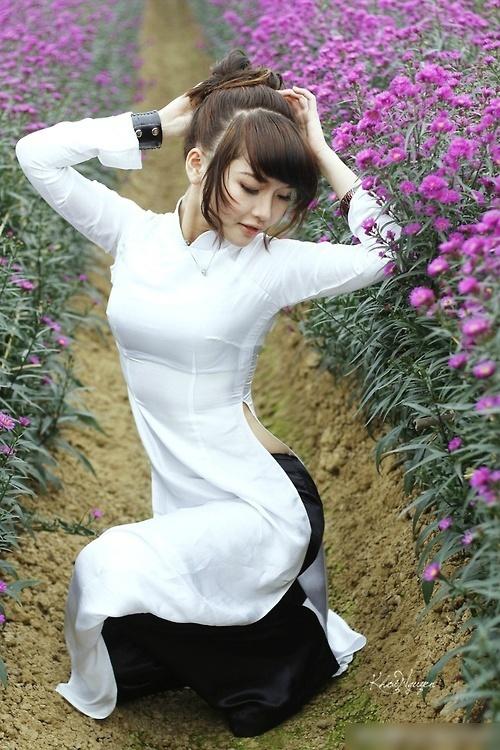 旗袍很方便哦 在花丛中来一发