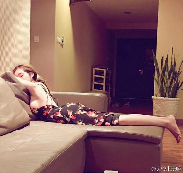 老王朋友豪宅里的寂寞空虚的老婆