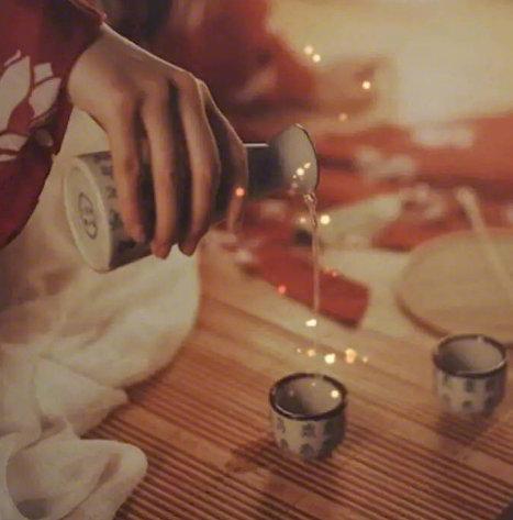 晚安心语语句191208:讨厌酒的味道,却爱极了醉了的感觉