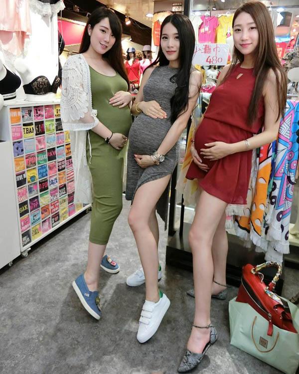 [刘嘉姵]网红美女网红主持与闺蜜集体拍孕妇照 孩子爸爸去哪了?