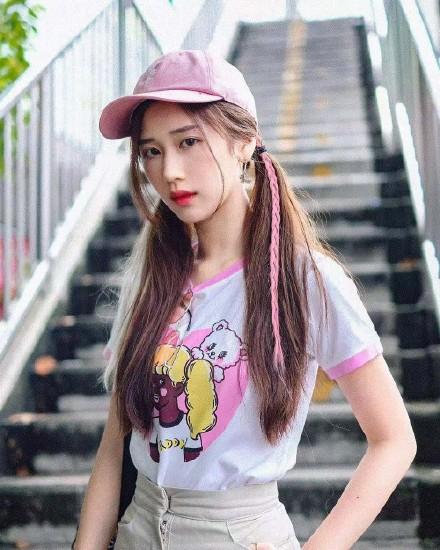 微博妹子图@泰国新生代演员叶芷妤,99年出生的中泰混血小美女
