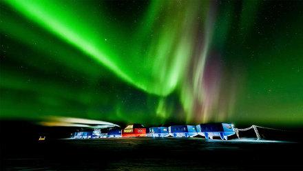 """""""哈雷六号""""科考站上空的南极光"""