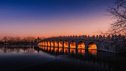 北京颐和园昆明湖上的十七孔桥