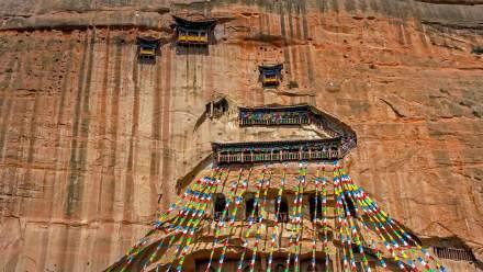 马蹄寺风景区内的马蹄寺和石窟