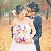 前身是珠寶品牌傳訊公關。現與攝影師男友創立了MCPHOTOGRAPHY.HK,攝下別人一生中最值得珍愛的時刻,成為他們的祝福,這工作太幸福了