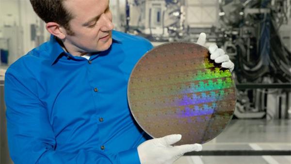 IBM攻克5nm晶体管难题:手机续航提升3倍的照片 - 1