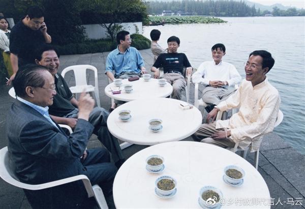 马云发微博悼念金庸:若无先生 不知是否还会有阿里的照片 - 3