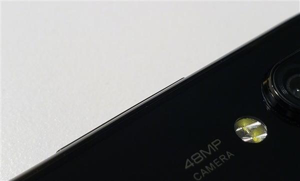 小米4800万镜头新机曝光:也用打孔屏节奏的照片