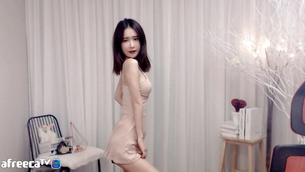 韩国女主播 全书亨 SOLO 泫雅HyunA的《红》