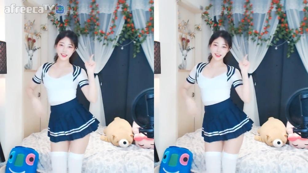 韩国女主播 阿允 翻跳TWICE组合的《LIKEY》
