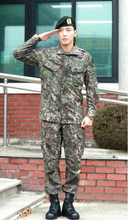 千名粉丝迎接他!郑容和正式退伍宣布下月开始巡演,自爆在军中认识了更多女团插图2