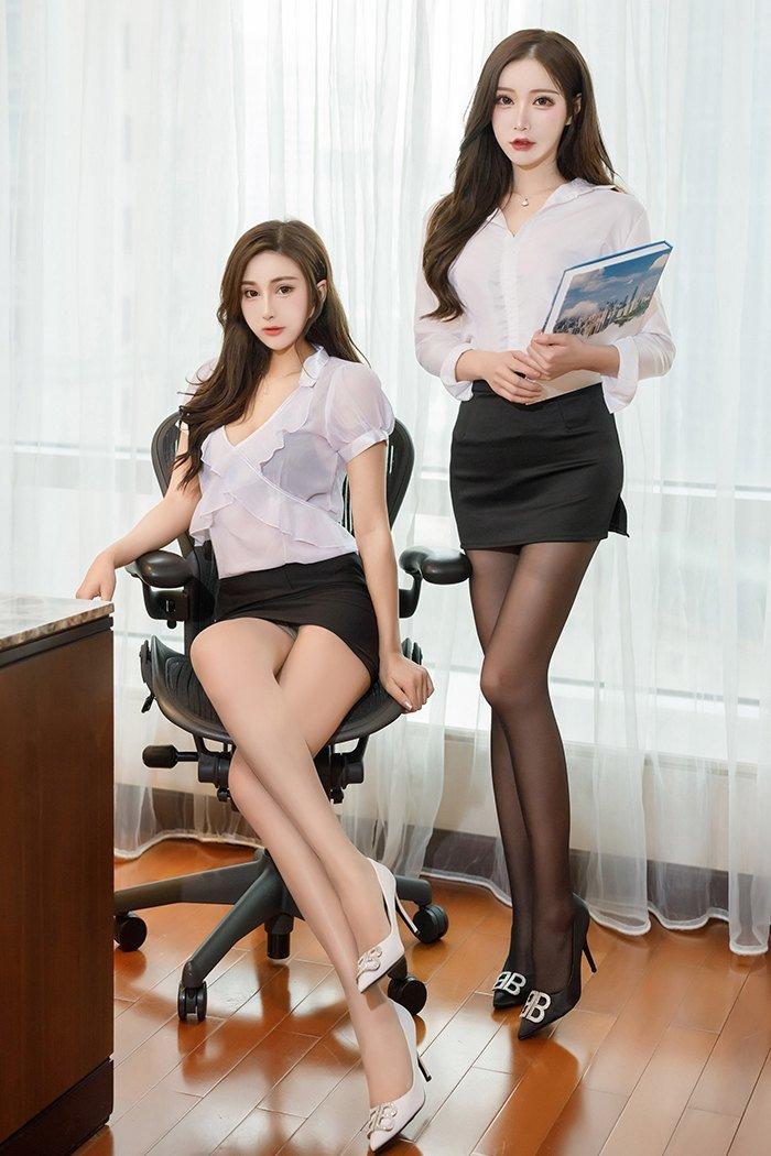 办公室里的绝色双娇 第1张