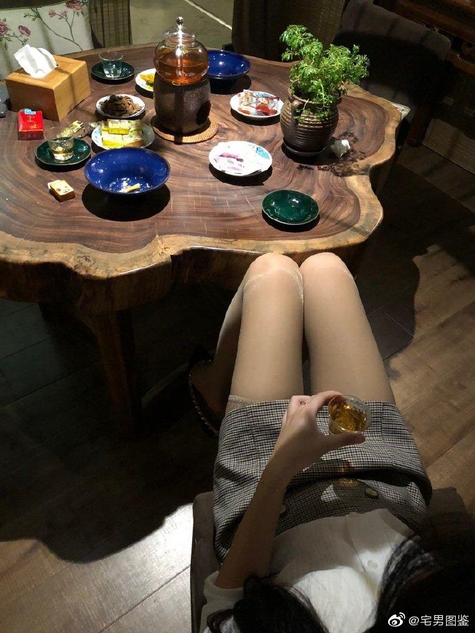 喜欢喝茶的丝袜美女