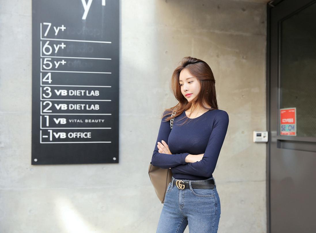 简单的T恤,简单的牛仔裤,穿起来却并不简单 第1张