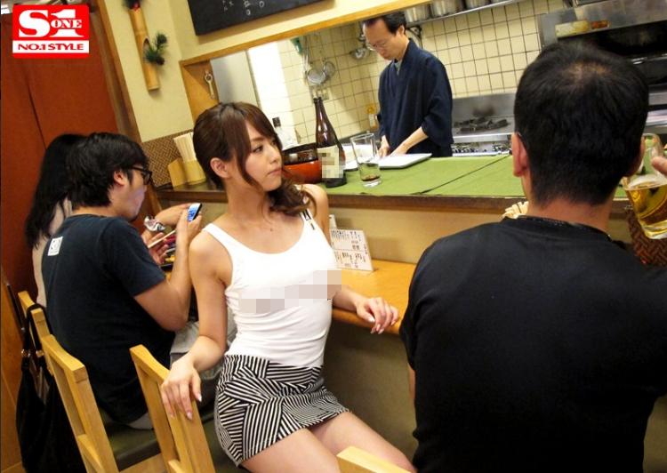 SNIS-244:奇葩情侣的日常!公共场所发起互动 雨后故事 第3张