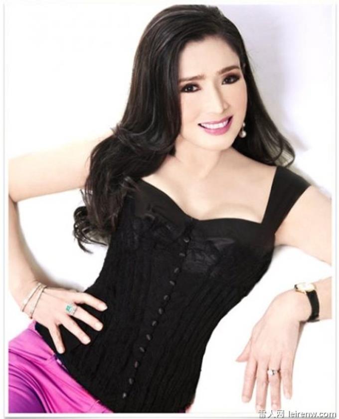 她 72 歲你信嗎?「泰國林志林」曾是環球小姐冠軍!金賢重依舊少女顏秘訣在于?
