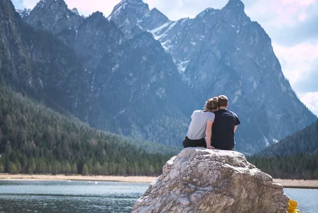 总陷入「被人离弃」情绪?你该先学会「享受独处」