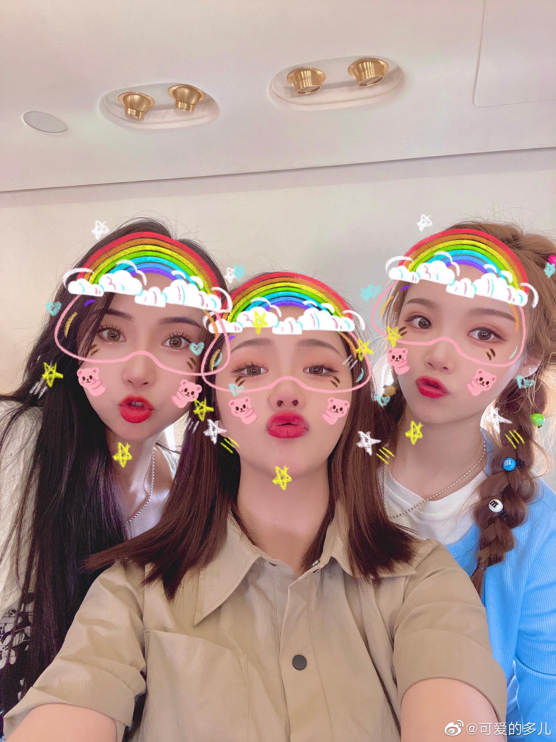 公主日记三个可爱的小姑娘...美女