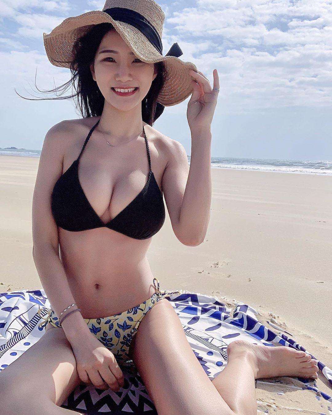 台北银行理财专员林小欣沙滩展示极品身材超凶猛