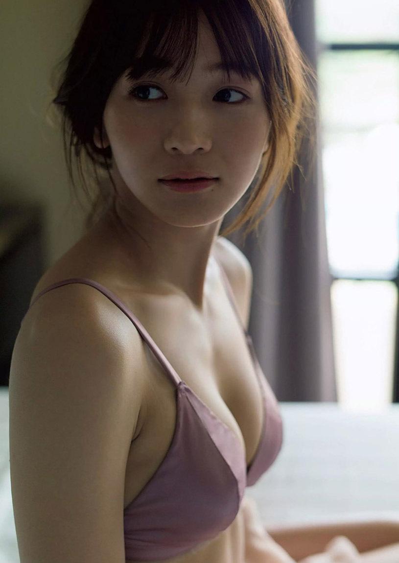 混血女神传谷英里香火辣的纤腰和美R曲线 养眼图片 第4张