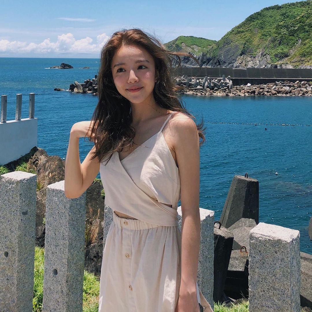龟山岛外海嗨玩SUP!「比基尼正妹」Angie笑容甜美灿烂,身材曲线也好迷人!