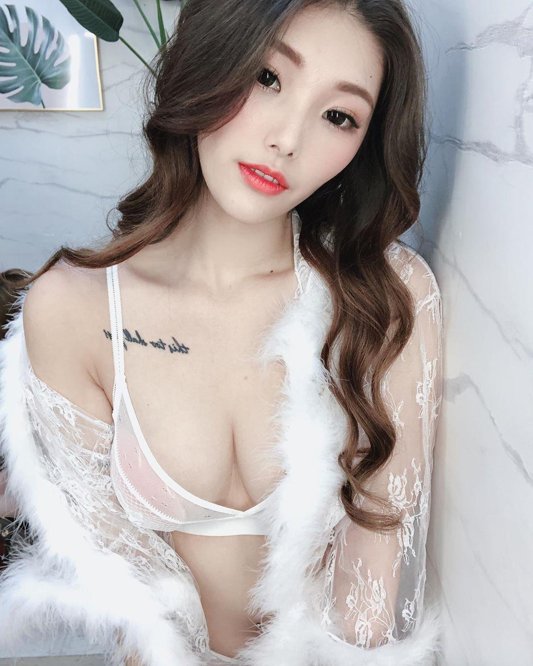 火辣模特妮莎Nisa销魂人字沟性感美体让人无法招架 养眼图片 第2张