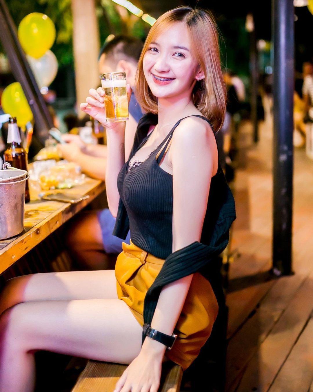泰国童颜女主播紧身吊嘎低胸人深字沟清晰可见 男人文娱 热图8
