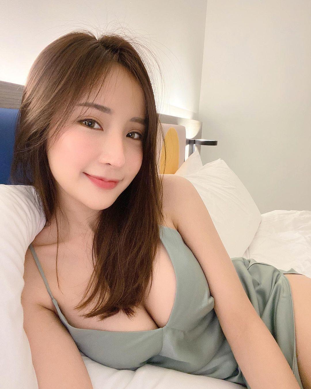 混血美女Thanyarat Charoenpornkittada傲人雪R小蛮腰狂吸粉