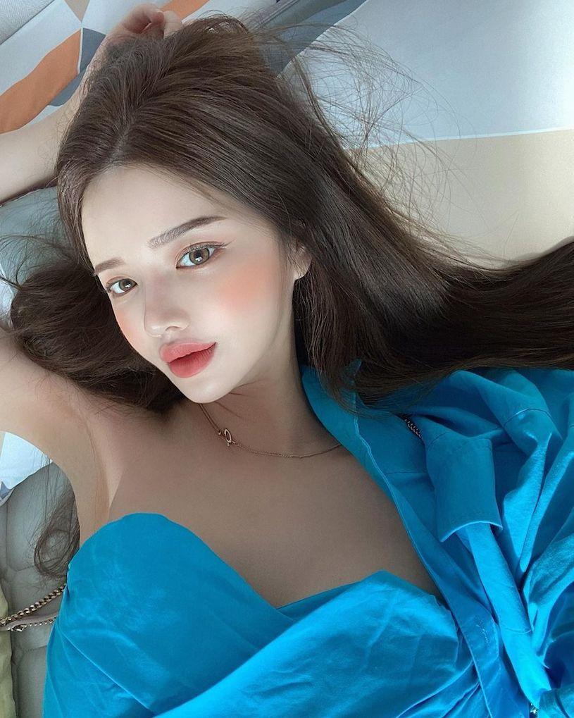 南韩高挑辣妹HYERI拉开身上浴巾漏邪恶深沟 养眼图片 第1张