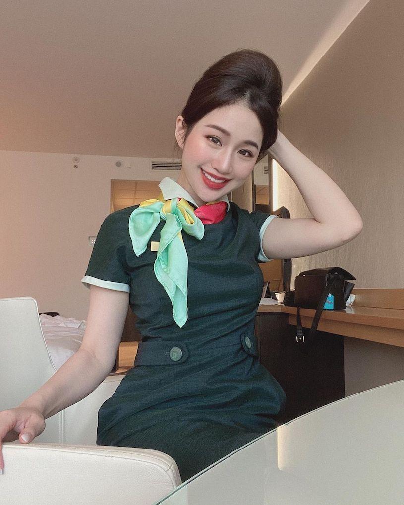 空姐Chloe穿平口洋装性感曲线迷人颜值好撩人 网络美女 第3张