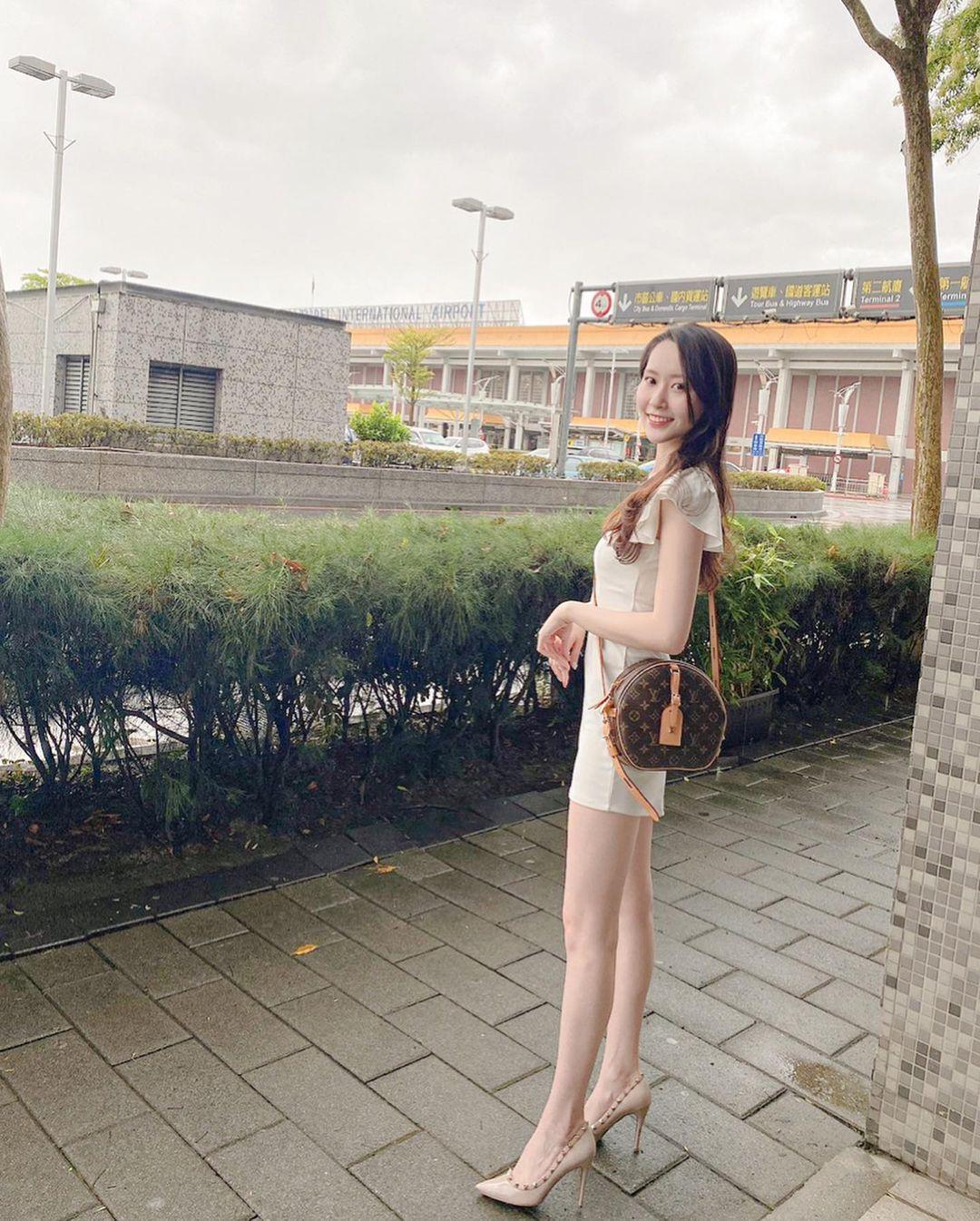 漂亮妹妹Vanessa超短热裤露出逆天长腿超性感 养眼图片 第3张