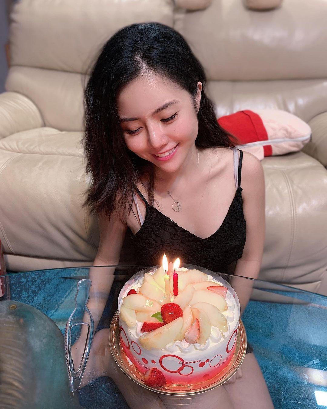 年仅18岁的新加坡美女主播Kiaara Kitty一脸清纯 吃瓜基地 第3张