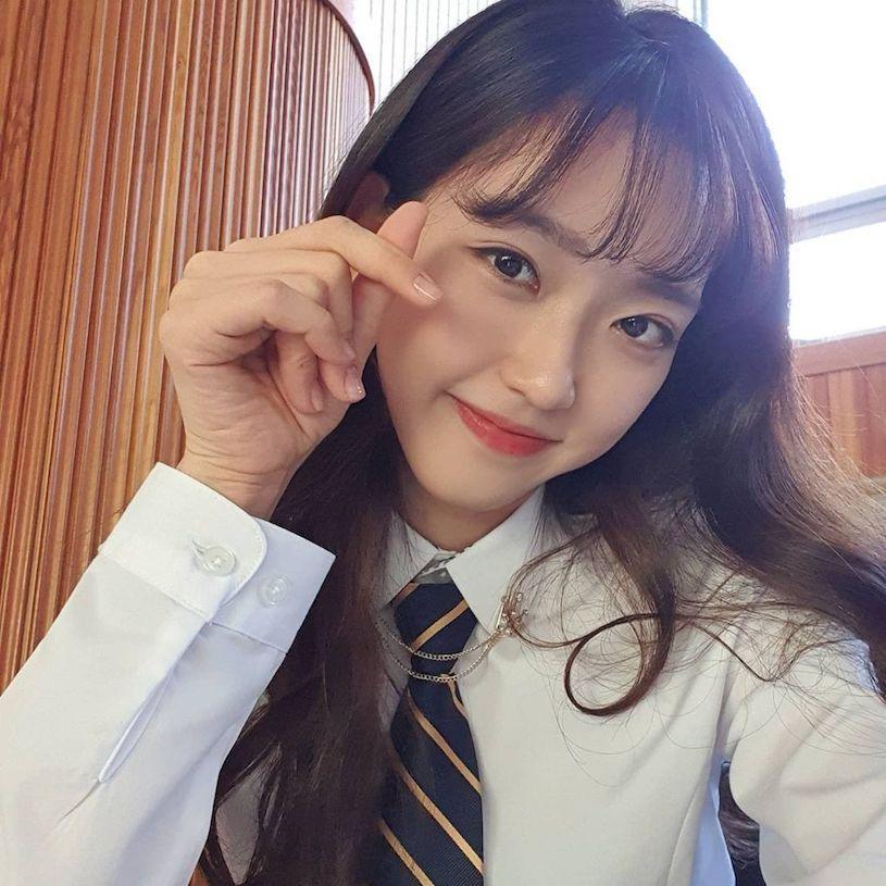 清纯学生妹韩智贤坐对面甜笑瞬间融化你的心 网络美女 第1张