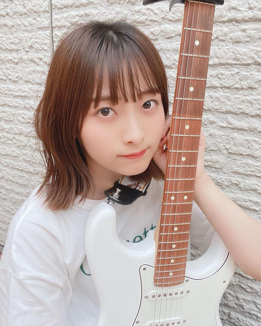 正妹吉他手「清原梨央」空灵气质宛如仙女下凡甜而不腻「温柔笑容」更是让人秒融化