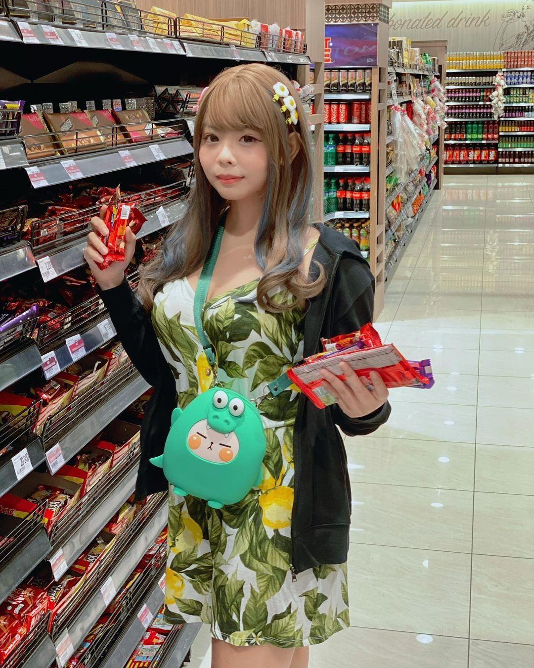 新加坡嫩妹《lolicimos》清纯可爱!