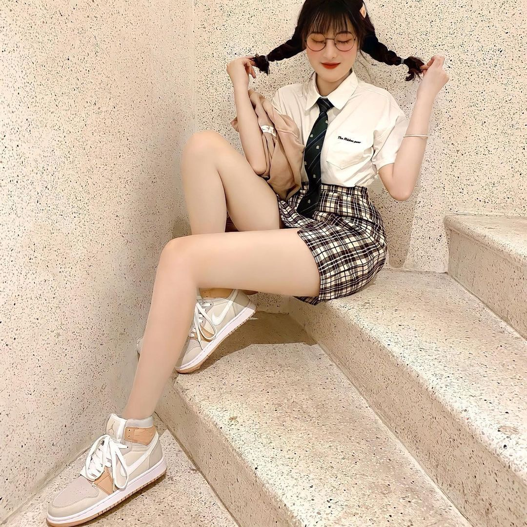 甜到长蚂蚁.来自越南「天菜眼镜妹」眨眼放电女友感爆棚修长美腿更是犯规到不行 养眼图片 第15张