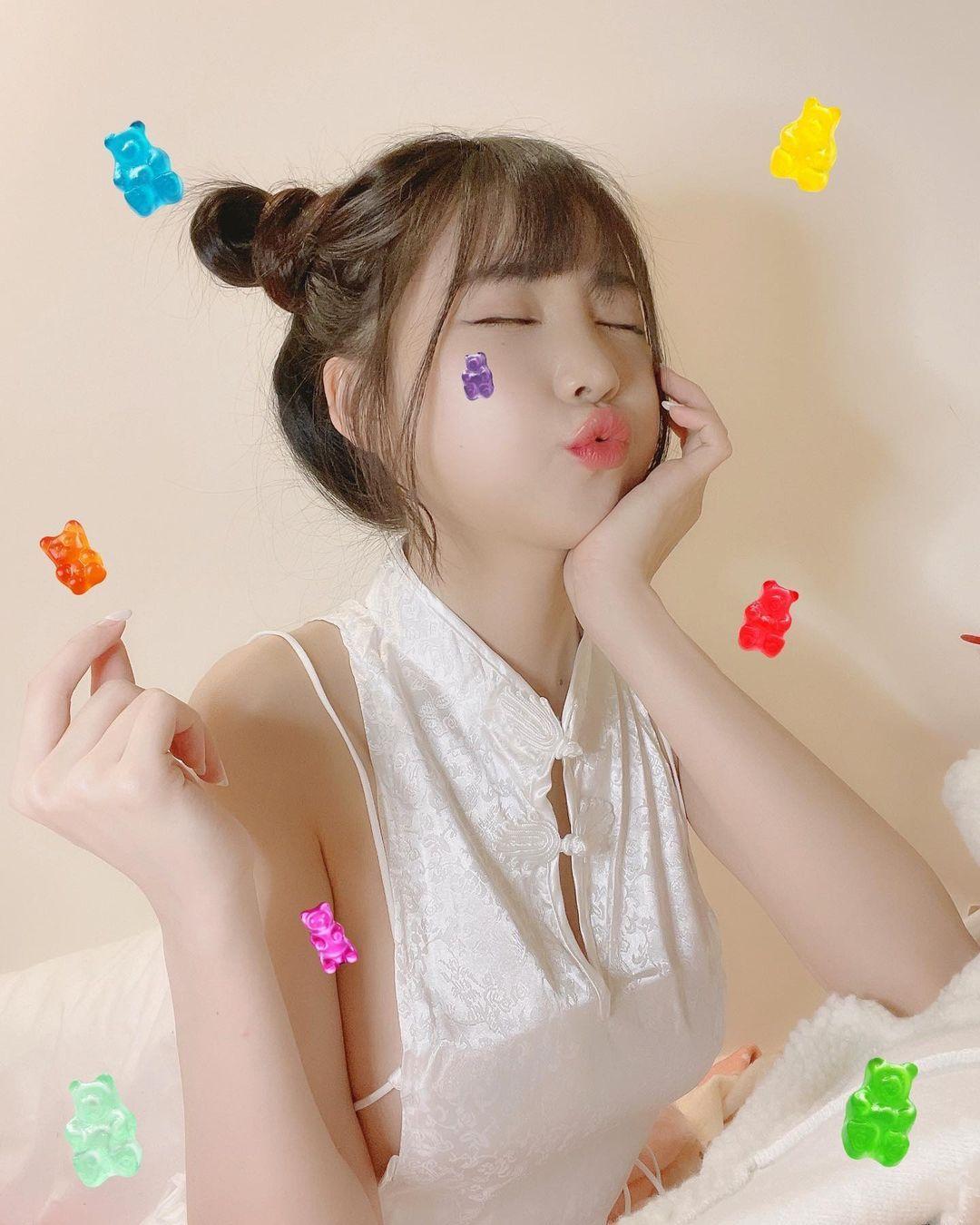 清新可爱的软萌系正妹赵兔兔性感旗袍小露 明星资料 热图7