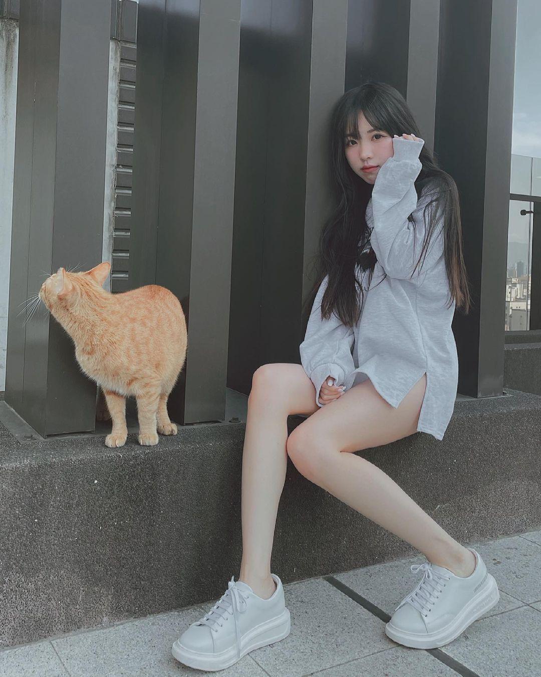 清新可爱的「软萌系美女」赵兔兔,性感旗袍小露,粉丝看到受不了. 养眼图片 第11张