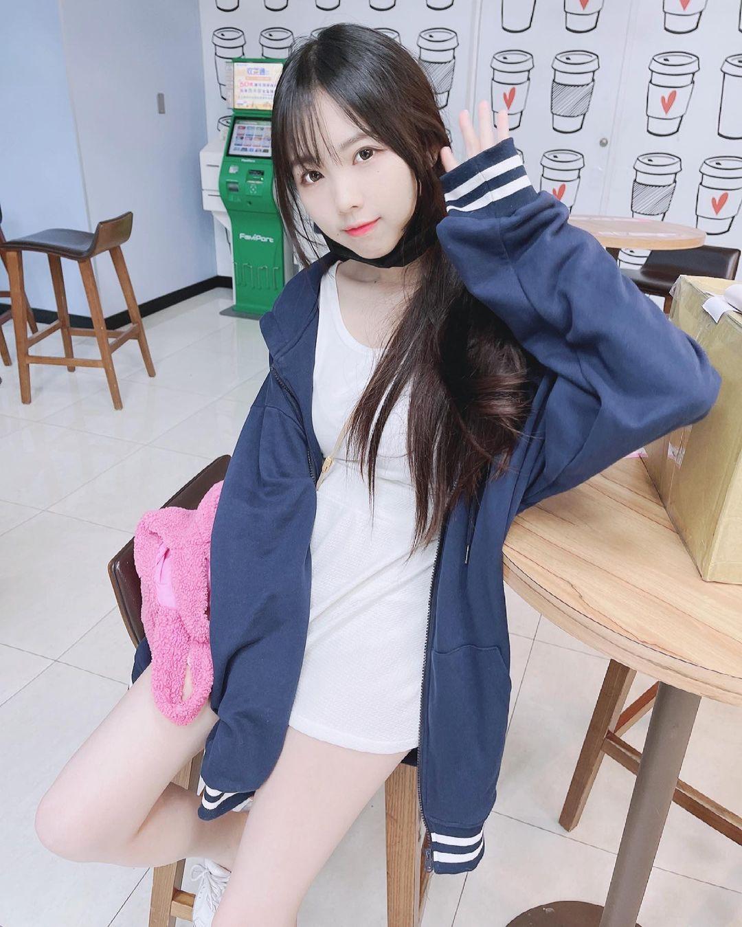 清新可爱的「软萌系美女」赵兔兔,性感旗袍小露,粉丝看到受不了. 养眼图片 第23张