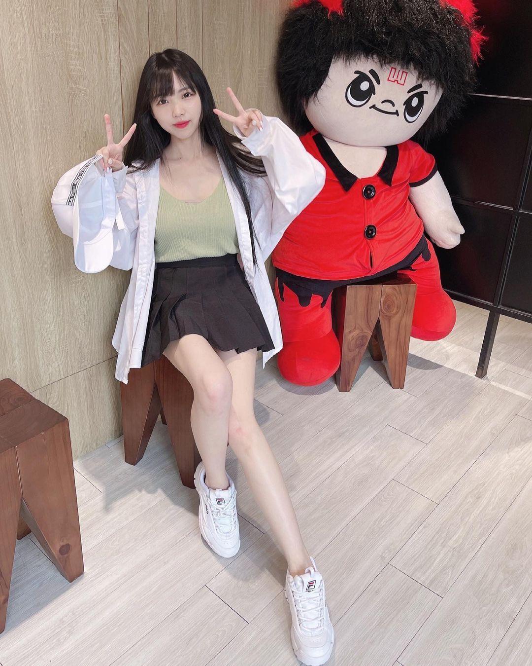 清新可爱的「软萌系美女」赵兔兔,性感旗袍小露,粉丝看到受不了. 养眼图片 第26张