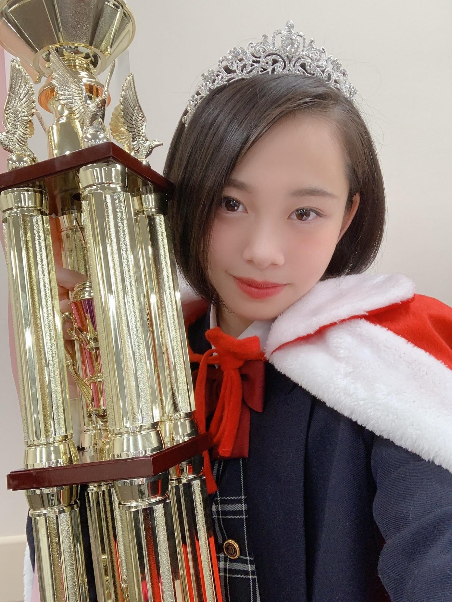 甜甜一笑,心情转好18岁妹新田步凪比基尼解放纤腰、事业线 养眼图片 第2张