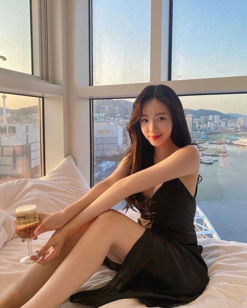 甜美小姐姐연정度假海景照低胸洋装衬托优质好曲线 网络美女 第2张
