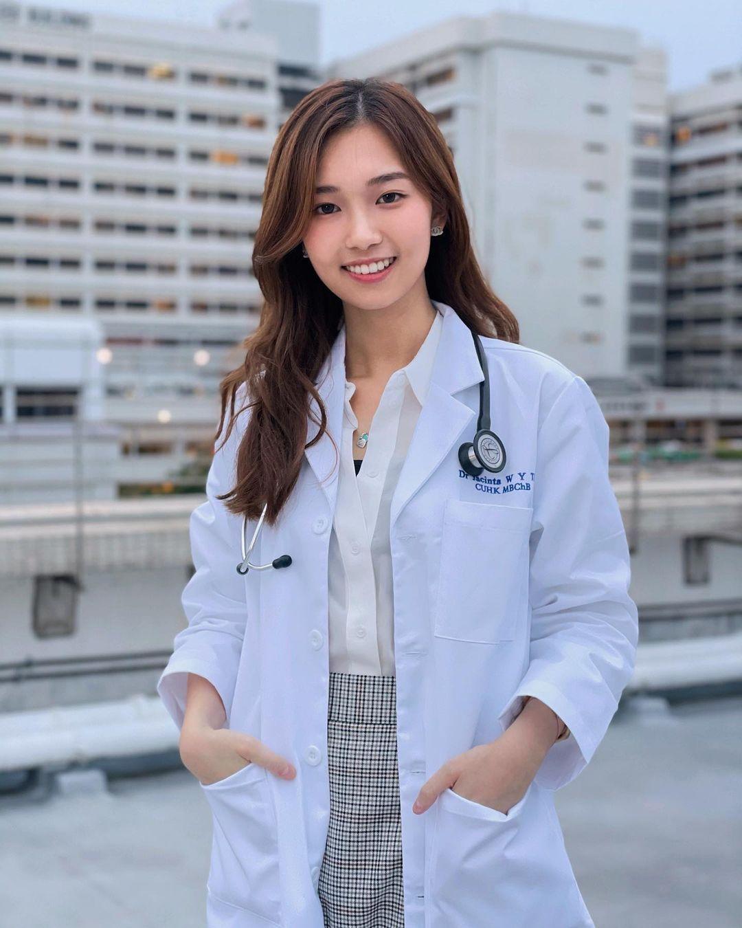 网红医师Jacintaaaaaa穿白袍超有魅力,清新气质让人一秒恋爱-新图包