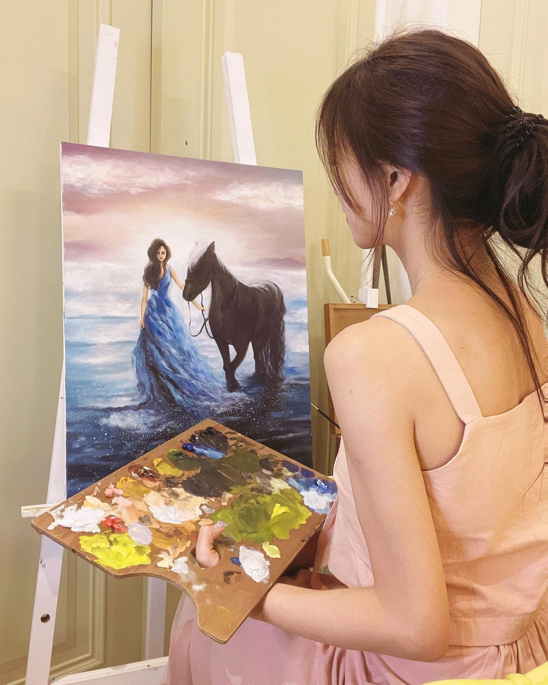 神级达人!甜美正妹「杜衫杉」兴趣是画油画,职业级作画宛如仙女!插图(5)